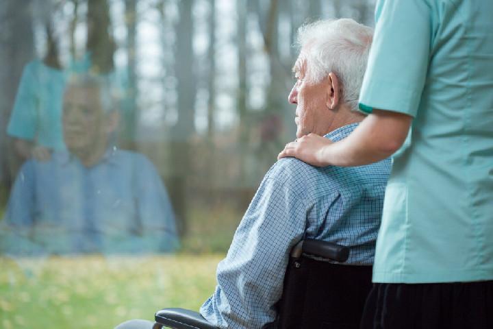 Szociális ápoló és gondozó