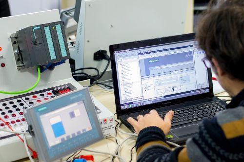 Palkovics: egyre többen veszik észre a szakképzésben rejlő lehetőséget borítókép