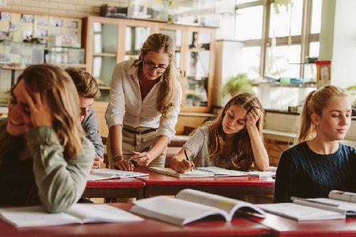 Rendben zajlik az oktatók jogállásváltása és béremelése borítókép
