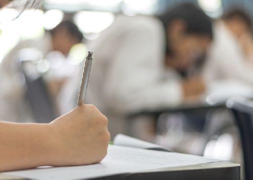 Az Oktatási Hivatal honlapján nyilvánosságra hozta a központi írásbeli felvételi vizsgát hirdető középiskolák adatait borítókép